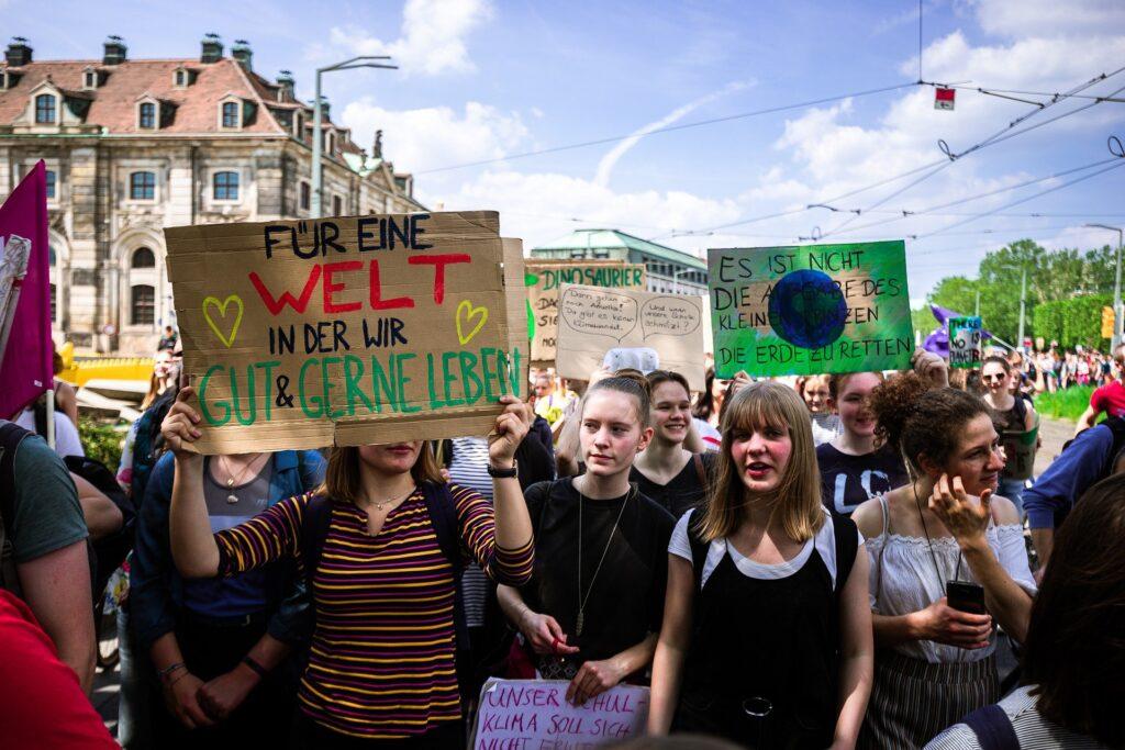 Demonstrierende Jugendgruppe
