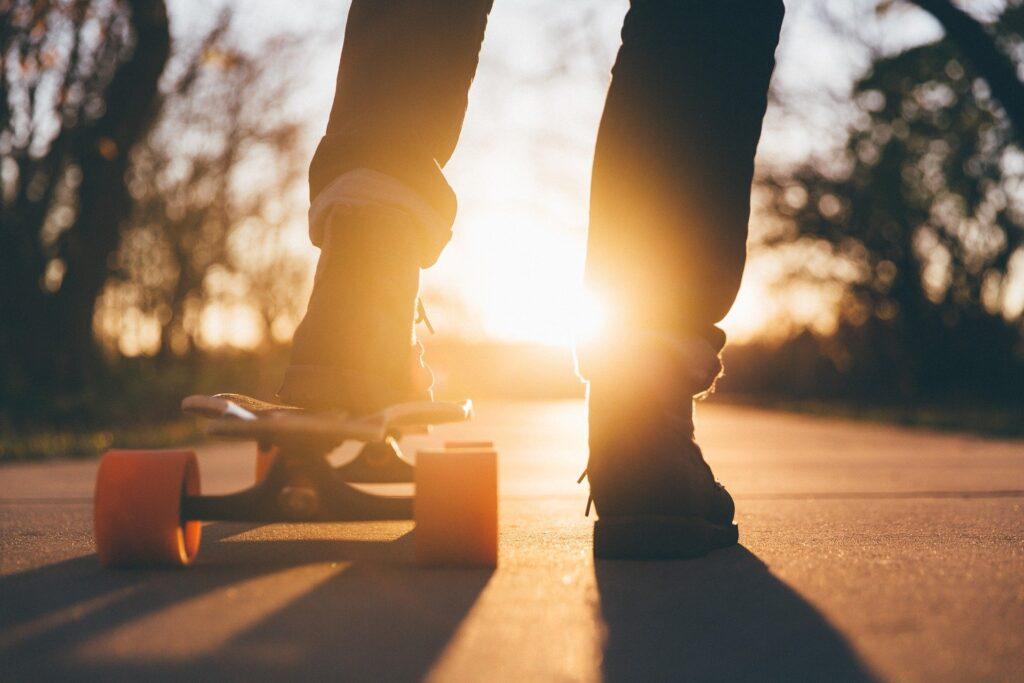 Person auf einem Skateboard