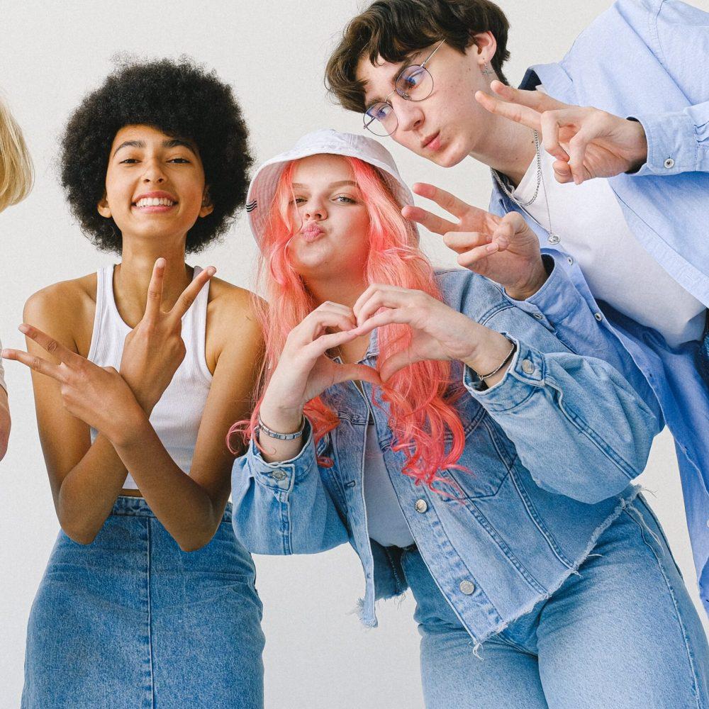 3 Jugendliche posen